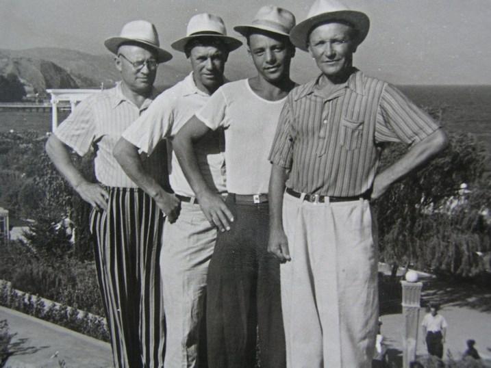 На снимке слева-направо:   Отец - Сергей Леонов и сын - Леонид Леонов в дни отдыха.
